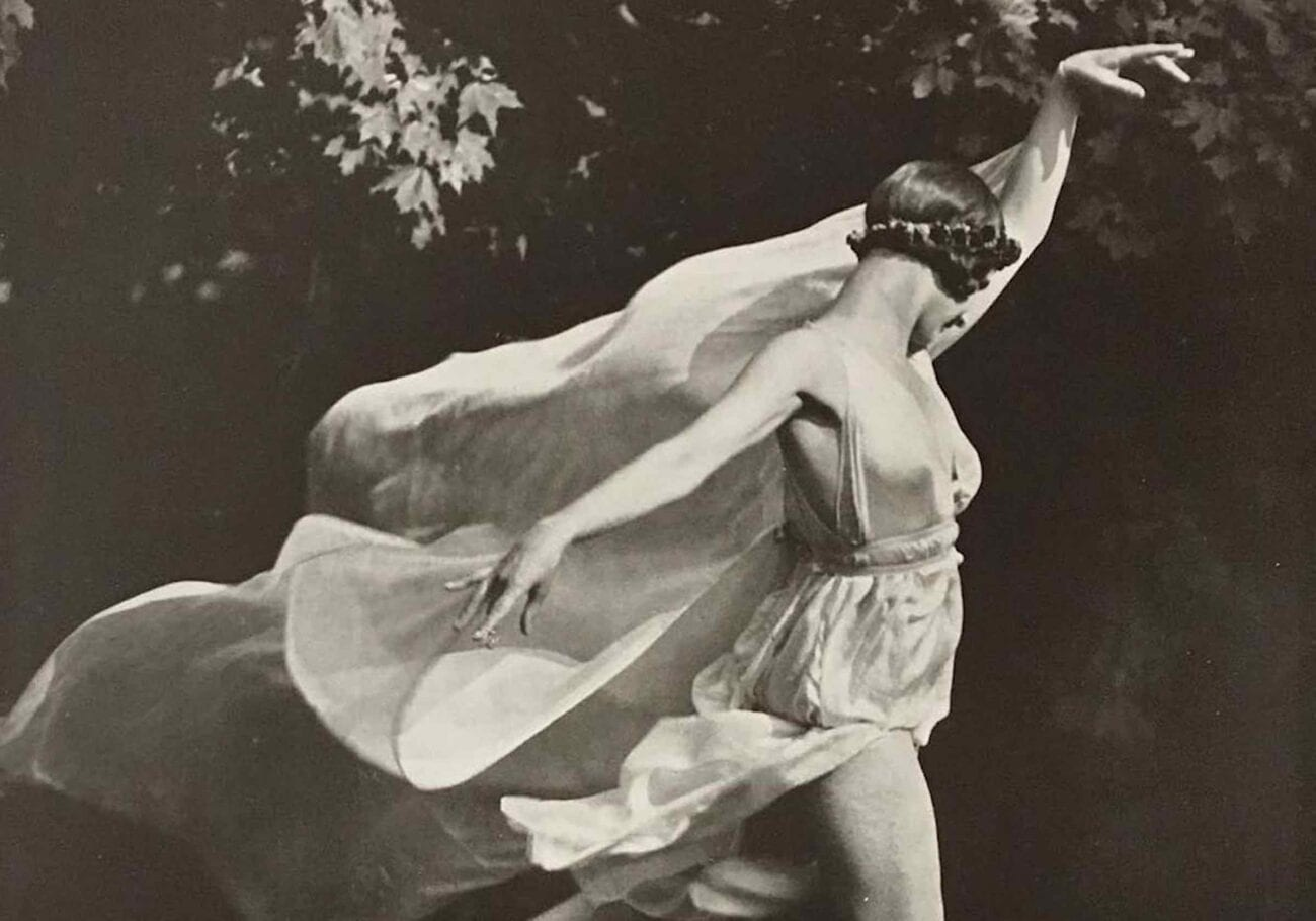 Dancer Isadora Duncan made a name for herself as one of the most unique and unrestrained artists. Here's what we know about her tragic death.