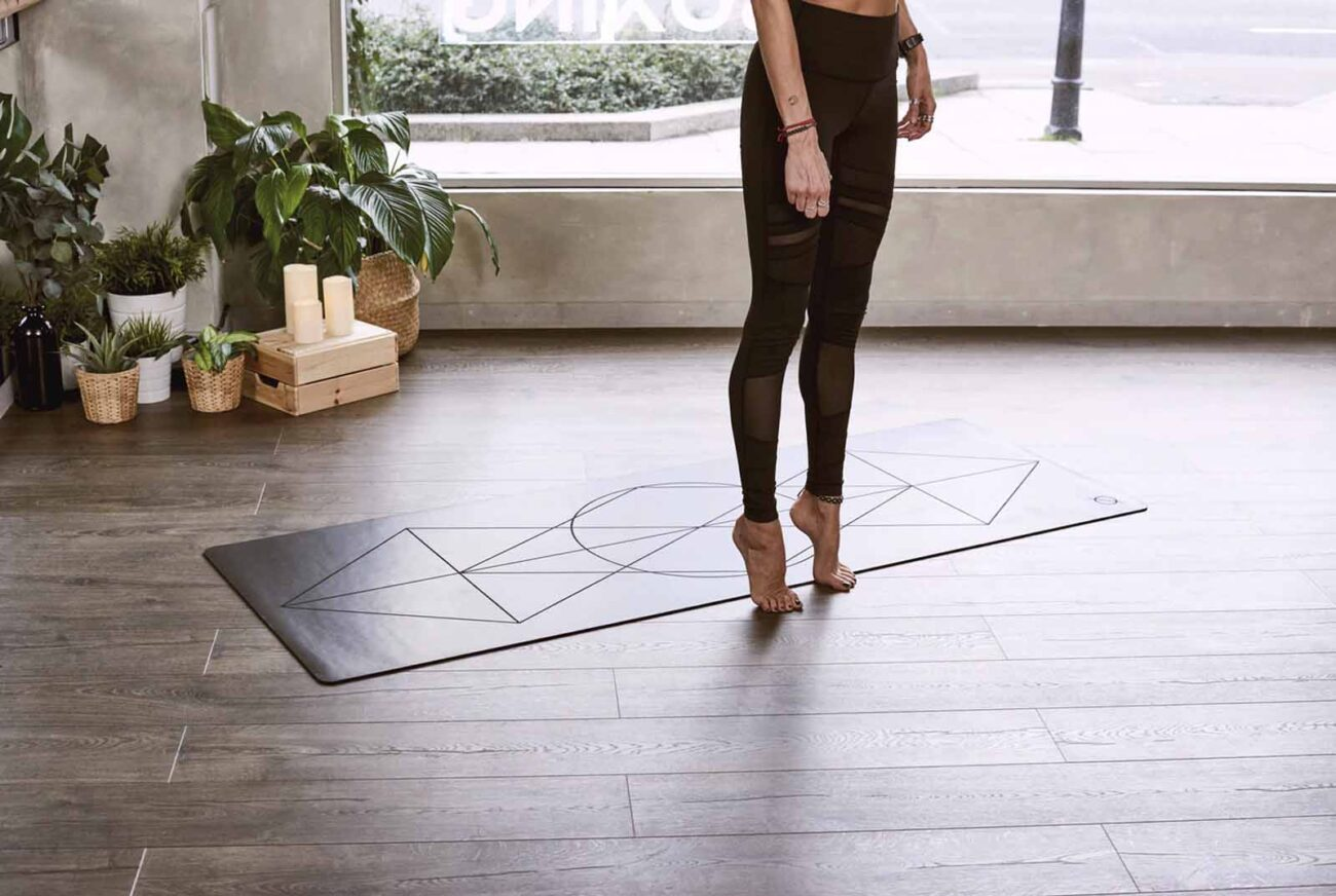 There are ballet/barre exercise routines on the internet for your at-home needs. Here are the very best ballet dance home workouts for you.