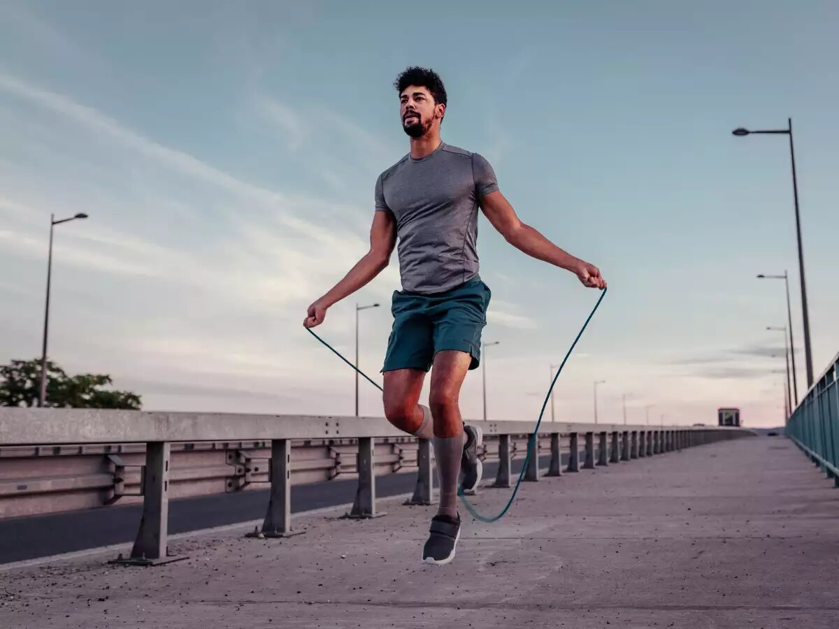 If you thought jumping rope is only reserved for children's play, then you are wrong. Here's how you can burn calories and have fun.