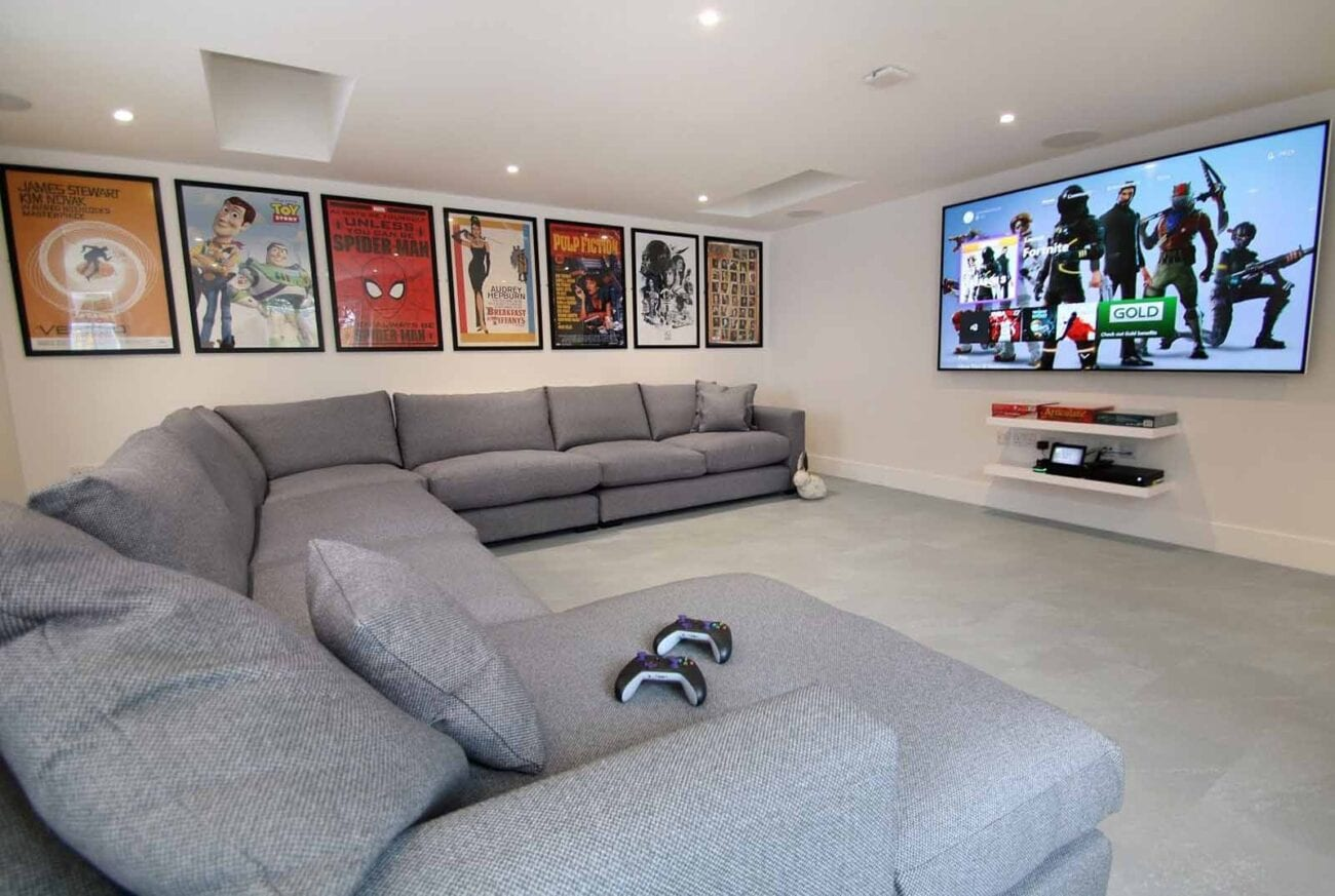Creating your own movie room? Here are the best ways to utilize your movie props and posters to create the perfect ambiance.