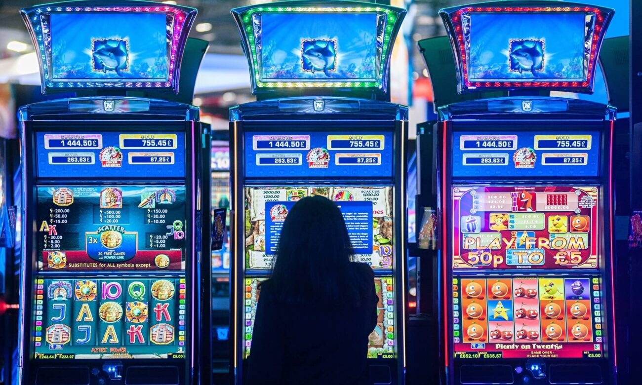 The modern world is full of entertainment and fun stuff. Here are the best online casino slots based on popular movies.